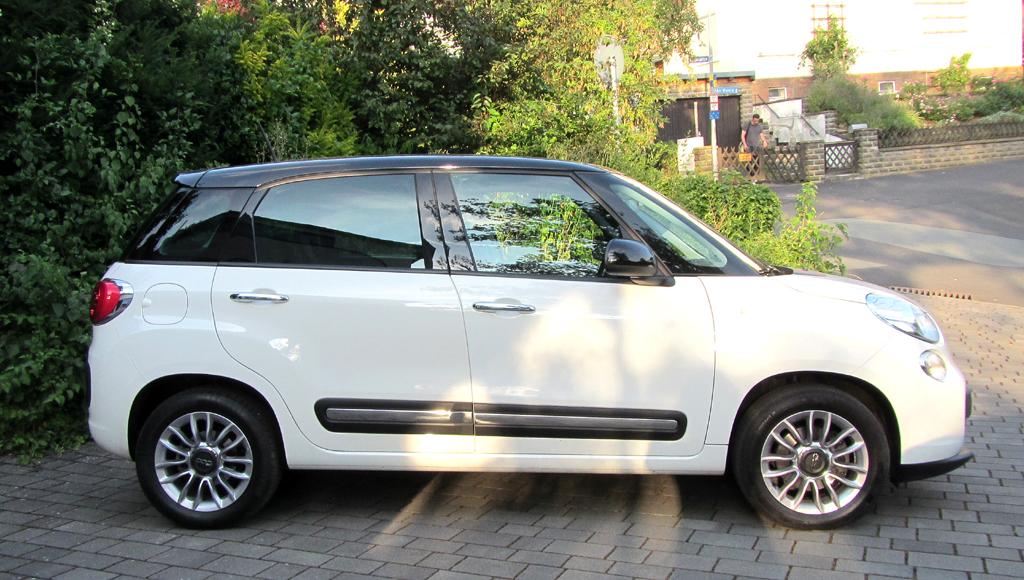 Fiat 500L: Und so sieht der Minivan im Retrolook von der Seite aus.