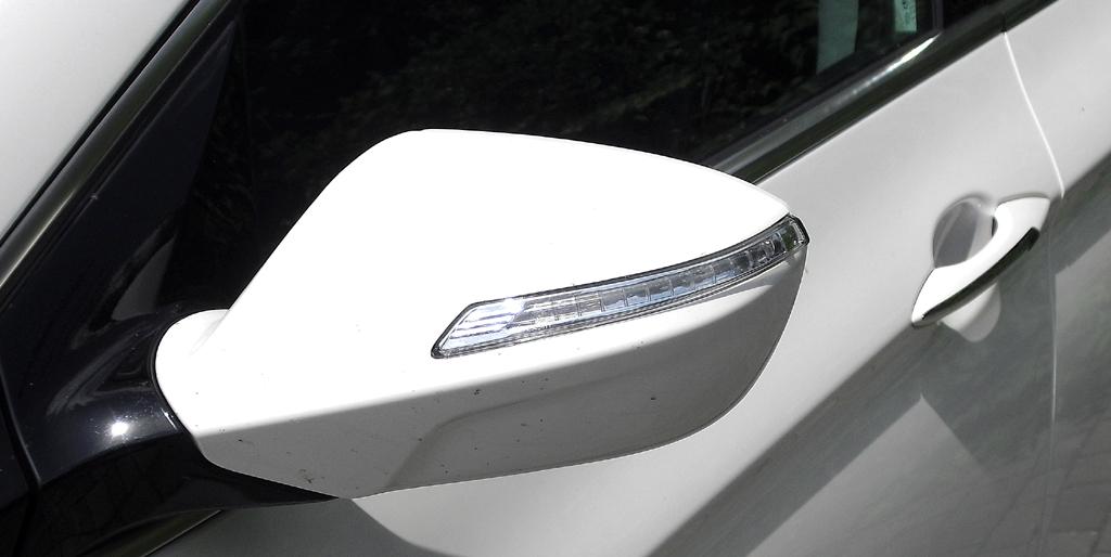 Hyundai i40: In die Außenspiegel sind schmale Blinkleisten integriert.