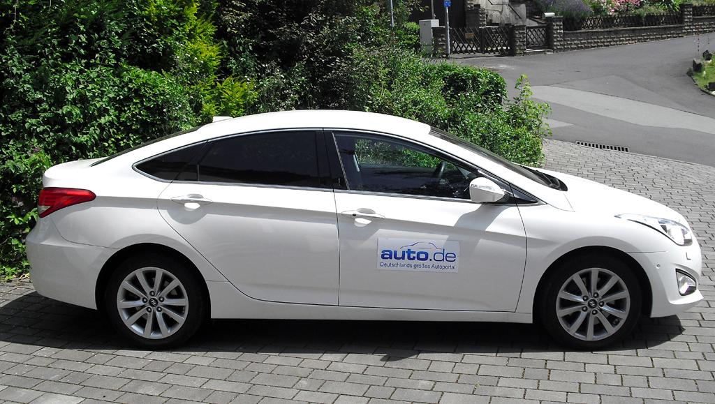 Hyundai i40: Und so sieht die formschöne Limousine von der Seite aus.