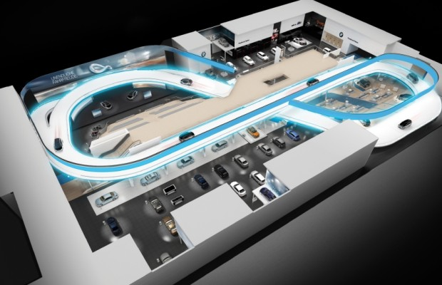 IAA 2013: Besucher fahren im i3 über den BMW-Stand