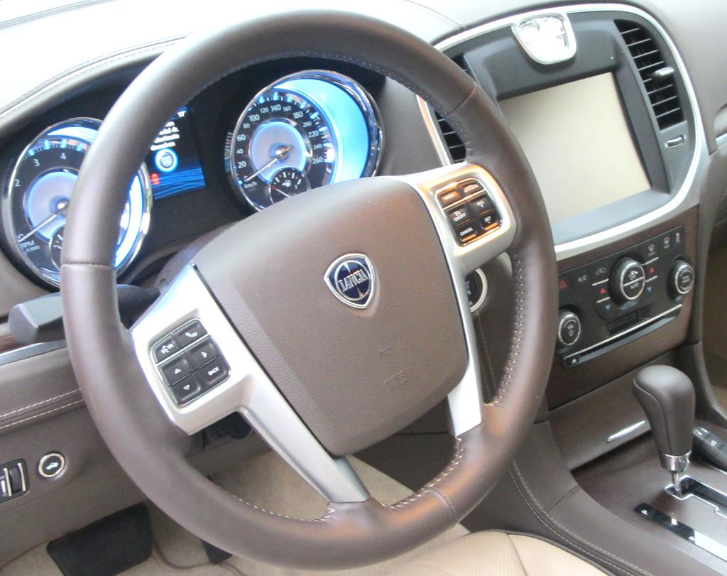 Lancia Thema: Blick ins Cockpit.