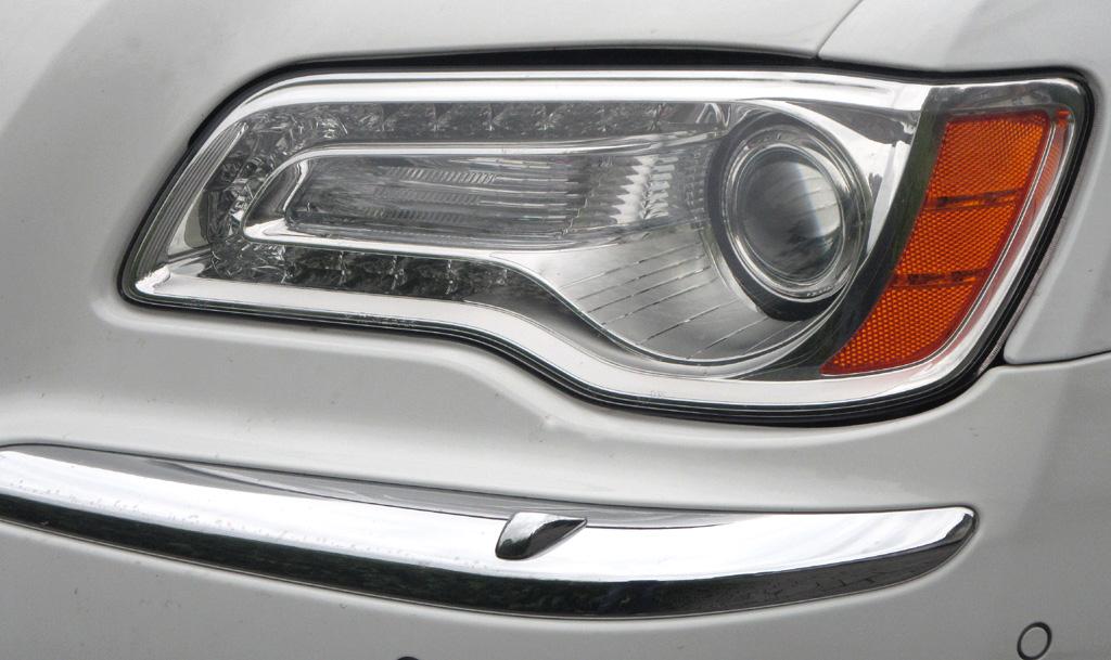 Lancia Thema: Moderne Bi-Xenon-Leuchteinheit vorn.