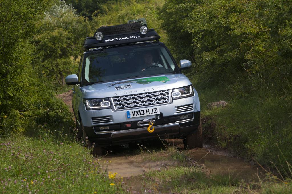 Land Rover stattet sein Flaggschiff Range Rover erstmals mit Hybridantrieb aus