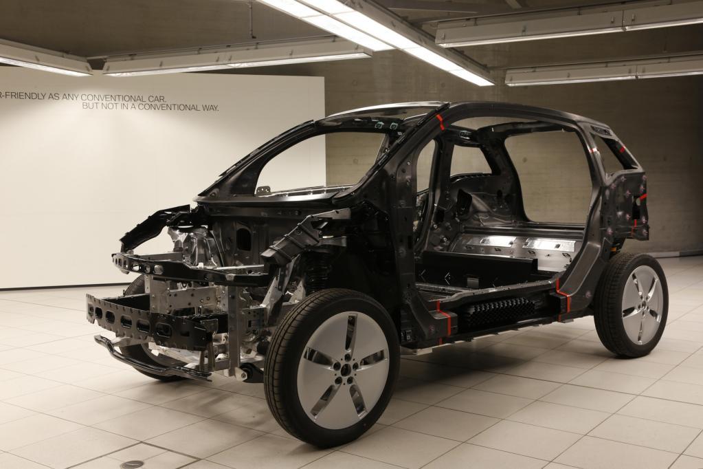Laserbearbeitung von CFK-Leichtbauteilen