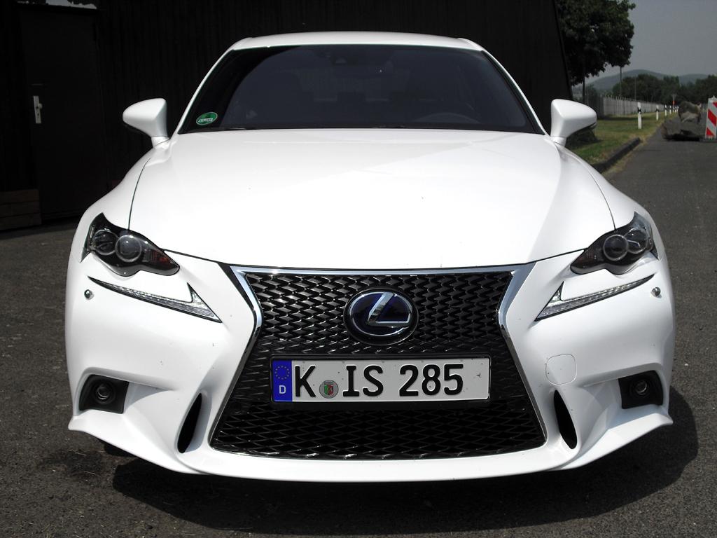 Lexus IS: Blick auf die Frontpartie.