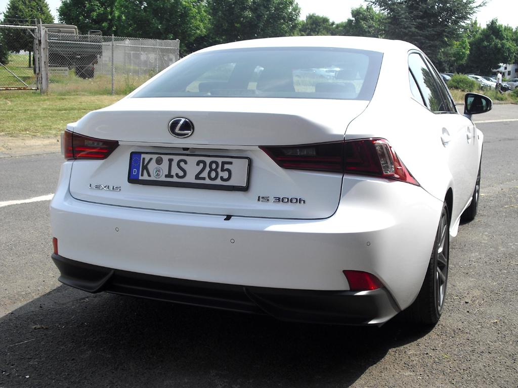 Lexus IS: Blick auf die Heckpartie.