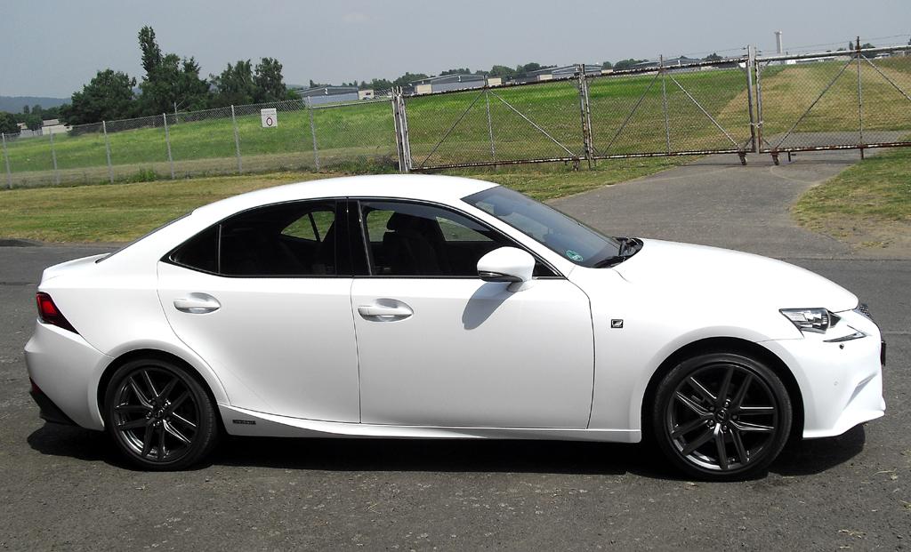 Lexus IS: Und so sieht die kompakte Sportlimousine von der Seite aus.