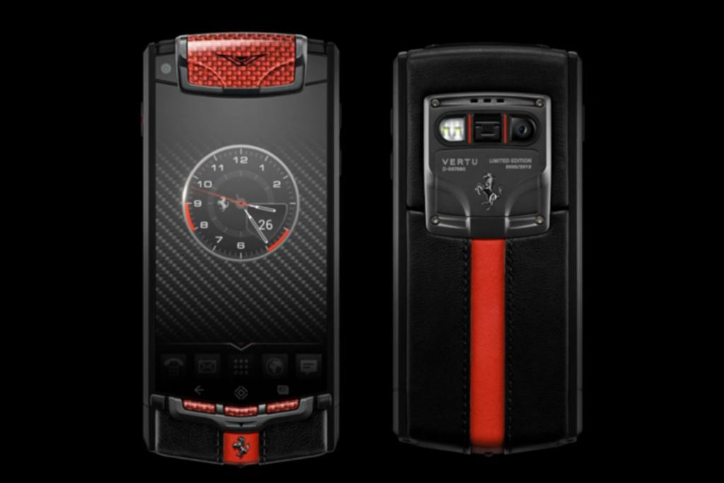 Luxus-Telefon von Vertu - Ferrari am Ohr