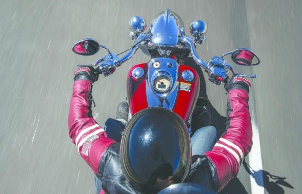 Motorräder nehmen Fahrt auf – Roller stehen auf der Bremse