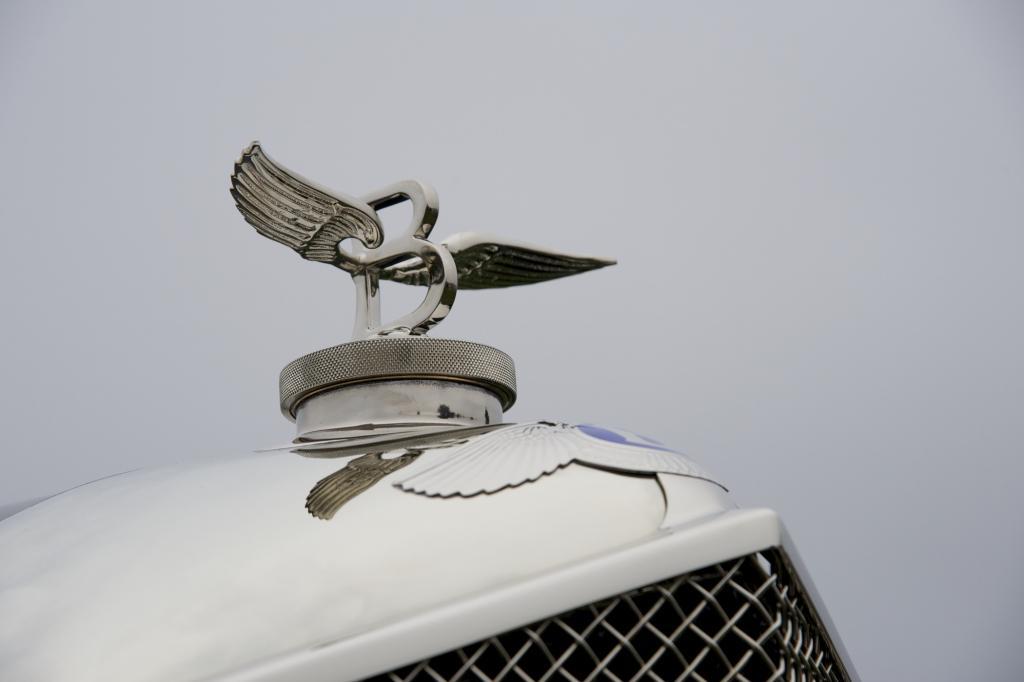 Nach dem schlüssellosen Einsteigen wird der V8-Biturbo-Motor per Startknopf zum Leben erweckt.