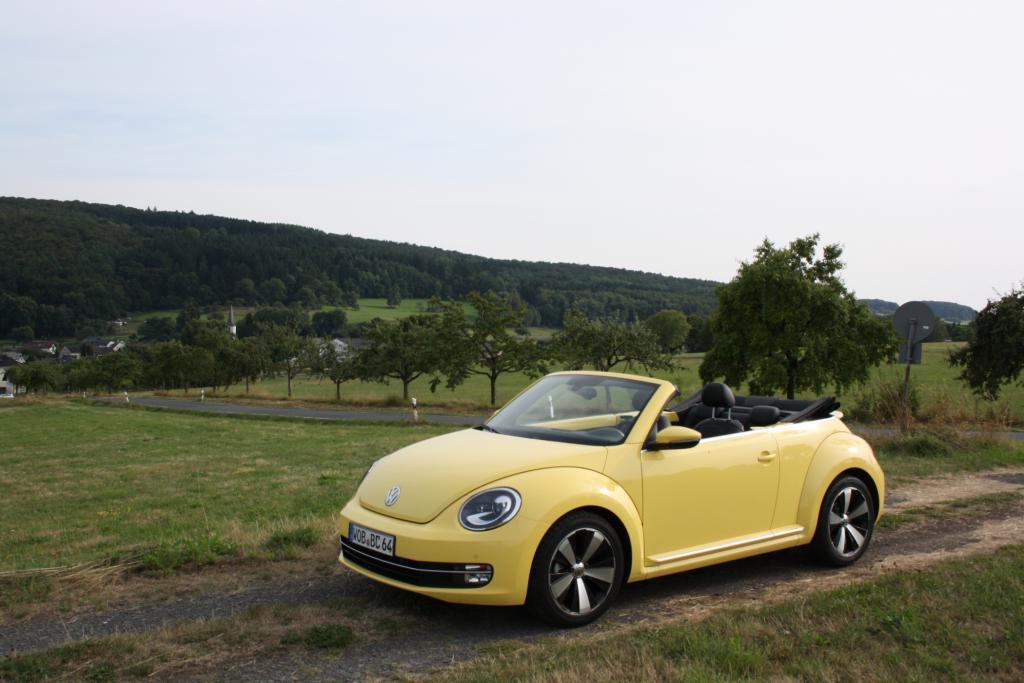 Ohne Aufpreis werden übrigens die schönen Formen des Beetle Cabrio geliefert