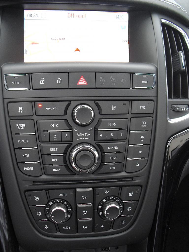 Opel Cascada: Blick auf den mittleren Armaturenträger.