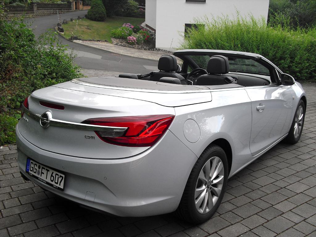 Opel Cascada: Blick auf die Heckpartie.