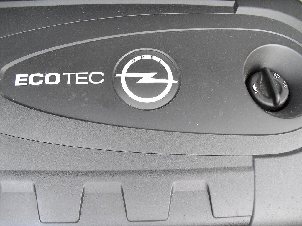 Opel Cascada: Blick unter die Haube auf den 2,0-Liter-Selbstzünder.