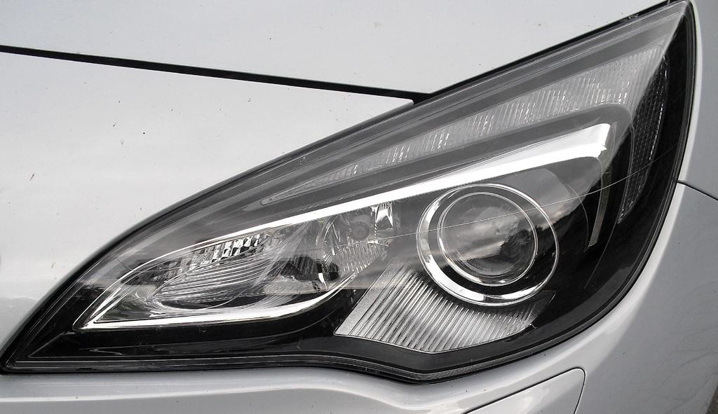 Opel Cascada: Moderne Leuchteinheit vorn.