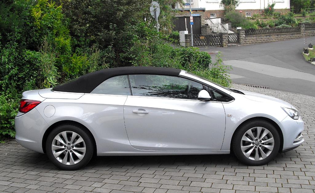 Opel Cascada: Und so sieht das viersitzige Cabrio bei geschlossenem Verdeck von der Seite aus.