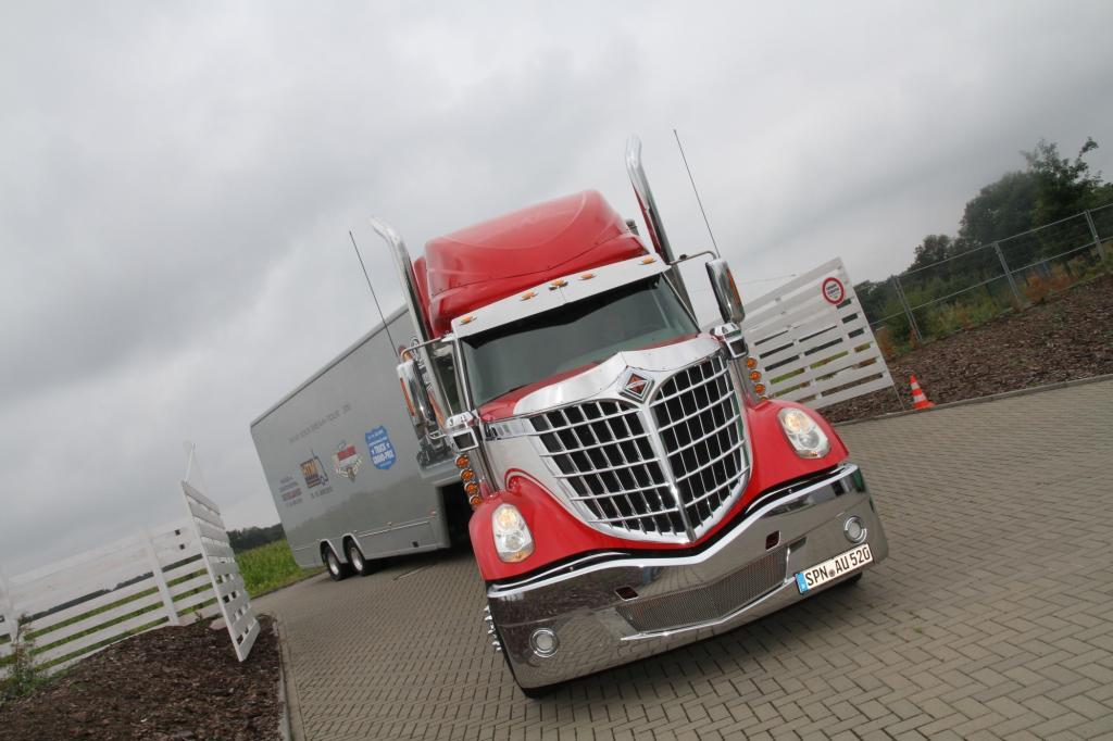 Panorama: US-Trucks in Deutschland - Charme und Show