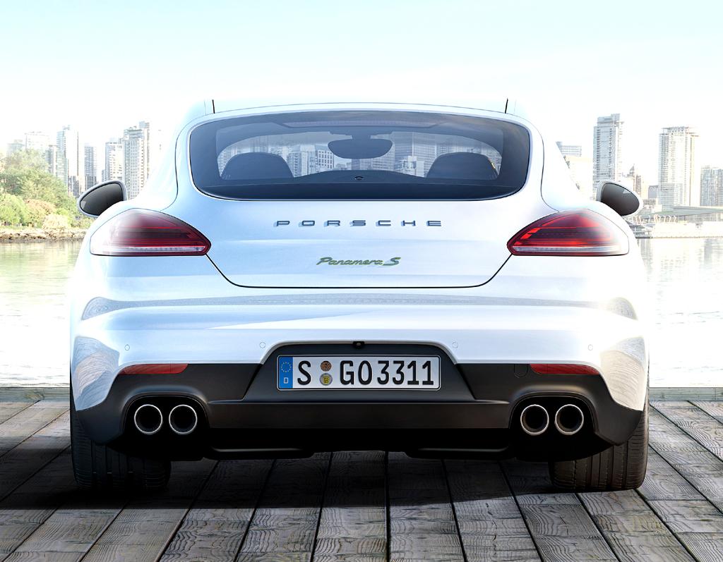 Porsche Panamera Hybrid: Blick auf die Heckpartie. Das Gepäckabteil fasst 335 bis 1153 Liter.