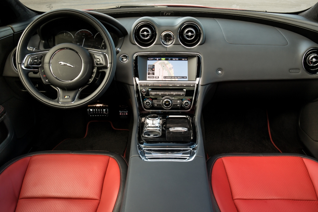 Pressepräsentation Jaguar R-Typen mit 550 PS: Charaktersache