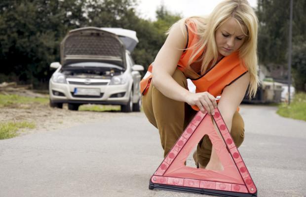 Ratgeber: Warnweste und Feuerlöscher gehören ins Auto