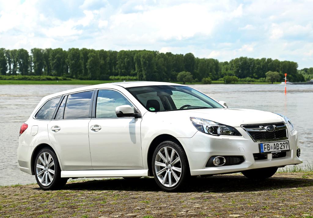 Saugbenziner wie im Subaru Legacy, hier Kombi, sind mit einer kompakteren Variante kombiniert.