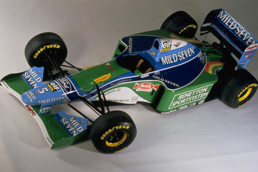 Schumis Formel-1-Bolide unterm Hammer
