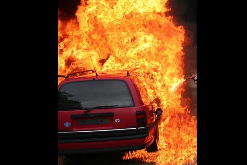Sicher Parken im Sommer - Waldbrandgefahr durch heiße Kats