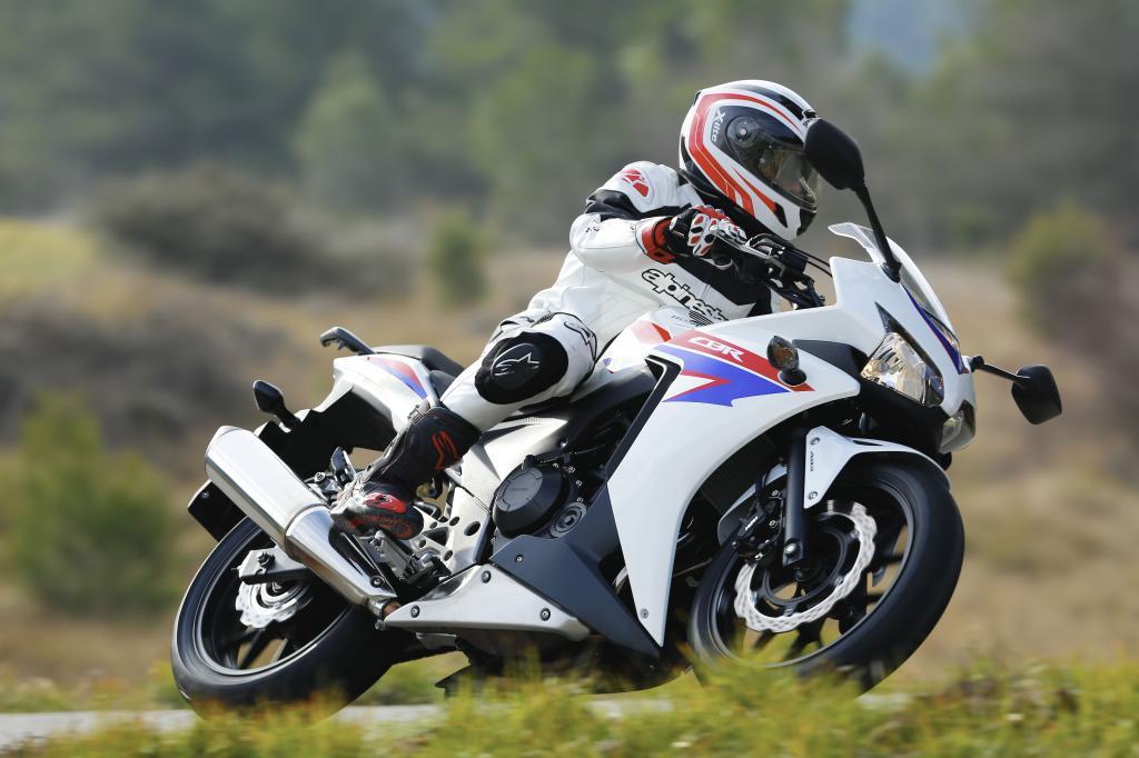 Smartphone hilft beim Motorradführerschein