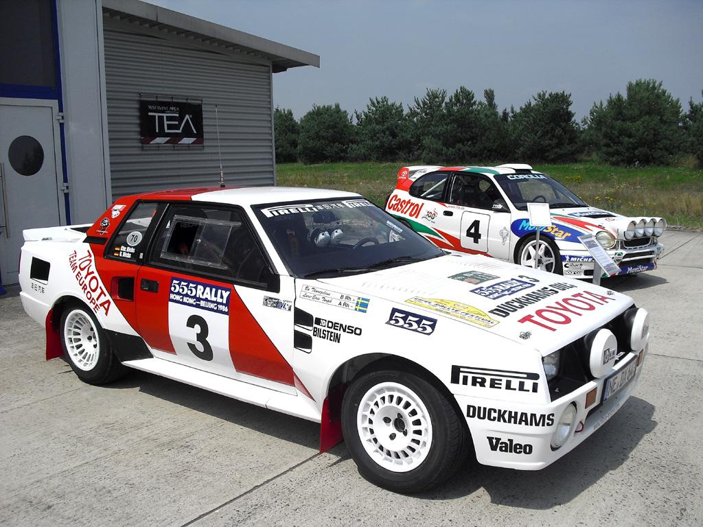 Toyota-Fahrspaß: Komplett restaurierter Rallye-Celica (vorn) aus 1986.