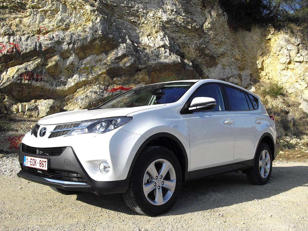 Toyota-Fahrspaß: Mit dem neuen RAV4 lassen sich Kurven schneller fahren.