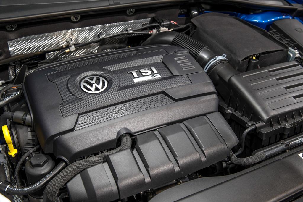 VW Golf R: Blick auf den 2,0-Liter-Vierzylinder-Turbobenziner mit 221/300 kW/PS.