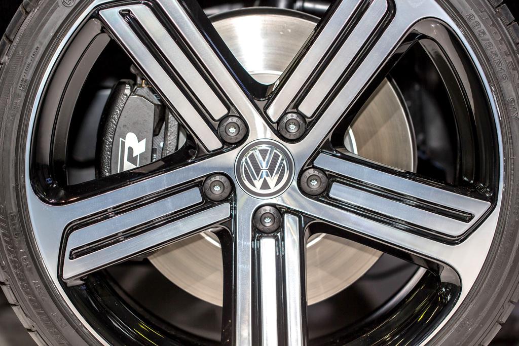 VW Golf R: Blick auf die 18-Zoll-Leichtmetallräder mit den 225er-Reifen.