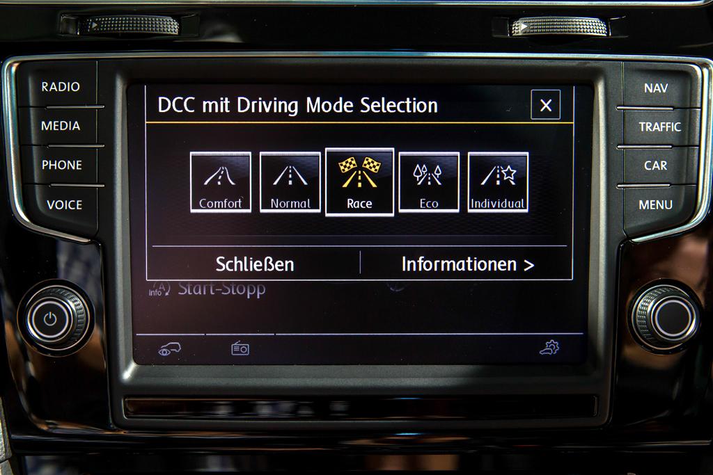 VW Golf R: Über die adaptive Fahrwerksregelung sind bis zu fünf Fahrmodi einstellbar.