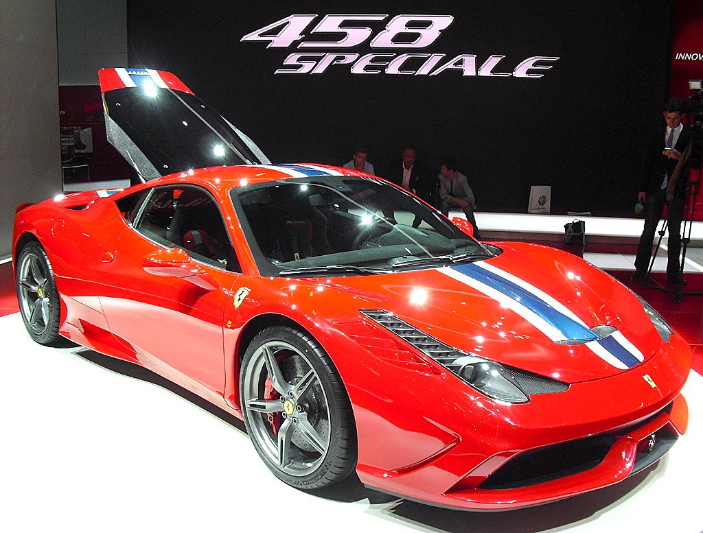 Am Ferrari-Stand: Der 458 Speciale hat 605 PS unter der Haube.