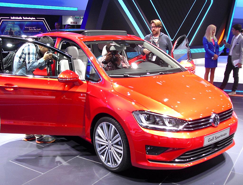 Am VW-Stand: Der Golf Plus fährt künftig als Golf Sportsvan vor.