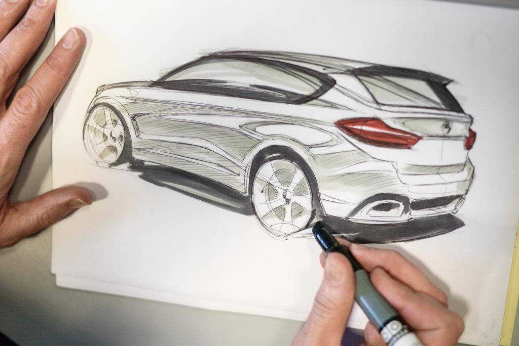 Angefangen hat alles, genau wie bei anderen Modellen, mit einem internen Design-Wettbewerb, an dessen Ende zehn Entwürfe von verschiedenen BMW-Designern stehen