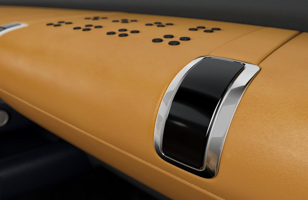 Auch bei der Materialauswahl haben sich die Designer mehr im modernen Möbelhaus inspirieren lassen als sich am klassischen Autointerieur zu orientieren.