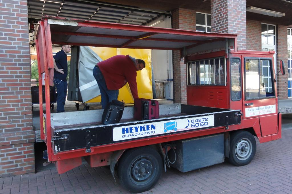 Auch das Gepäck wird mit E-Autos befördert