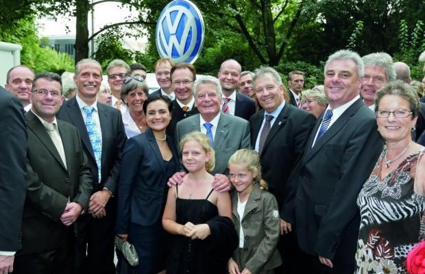 Bundespräsident dankt VW-Mitarbeitern für Engagement