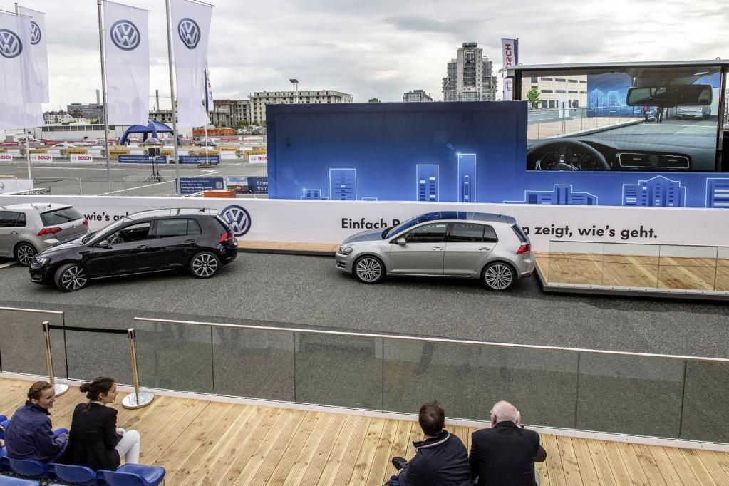 Das Smartphone ruft den VW herbei