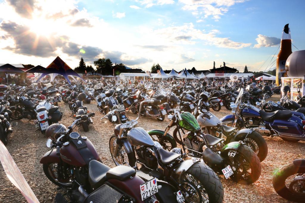 Denn rund 120.000 Besucher und 75.000 Motorräder der US-amerikanischen Motorrad-Marke Harley-Davidson kamen dieser Tage laut knatternd zur 16. European Bike Week
