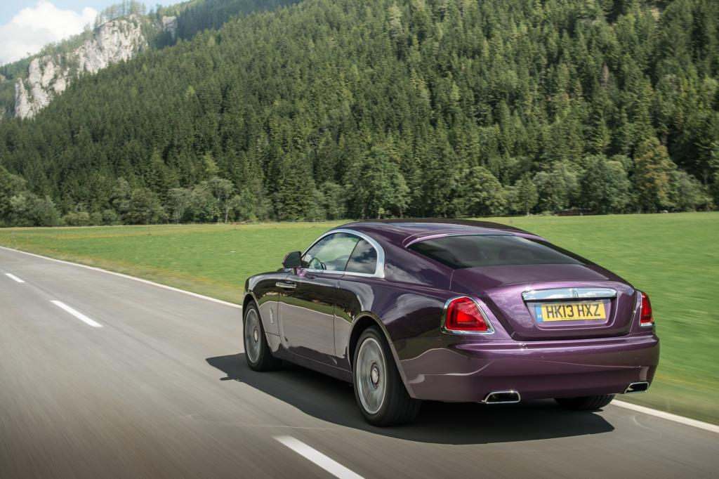 Der Neuzugang ist kürzer und stärker als die Limousine Ghost und will damit deutlich sportlicher sein.