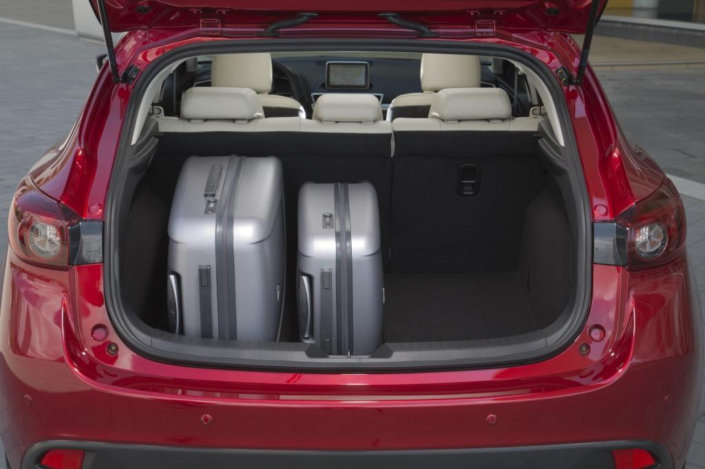Die Sitze etwa sind schlanker gepolstert und sparen neben sieben Kilo Gewicht auch Platz.