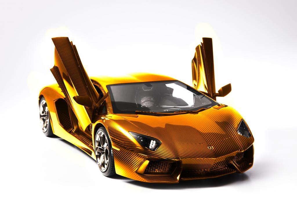 Ein vergoldeter Lamborghini Aventador, geschmückt mit Edelsteinen und Edelmetallen macht auf seiner Welt-Tour gerade Zwischenstopp in der größten Stadt der Vereinigten Arabischen Emirate.