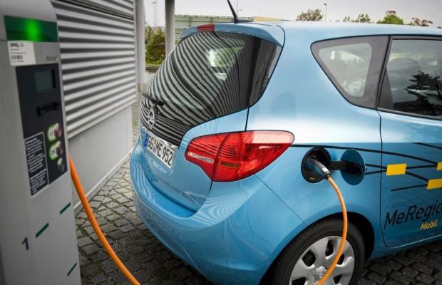Elektroauto liefert Strom ins Netz zurück