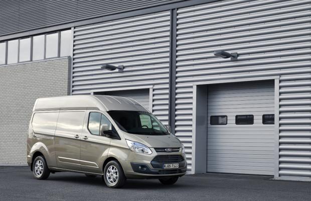 Ford Transit Custom auch mit Hochdach erhältlich