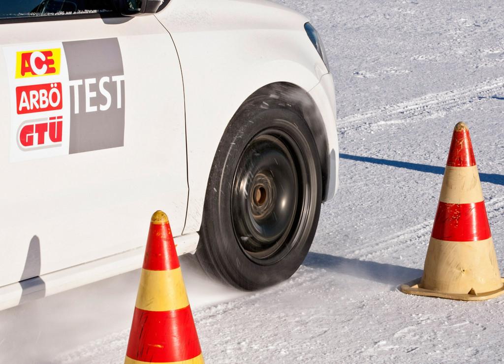 GTÜ testet Winterreifen: Continental und Dunlop machen das Rennen