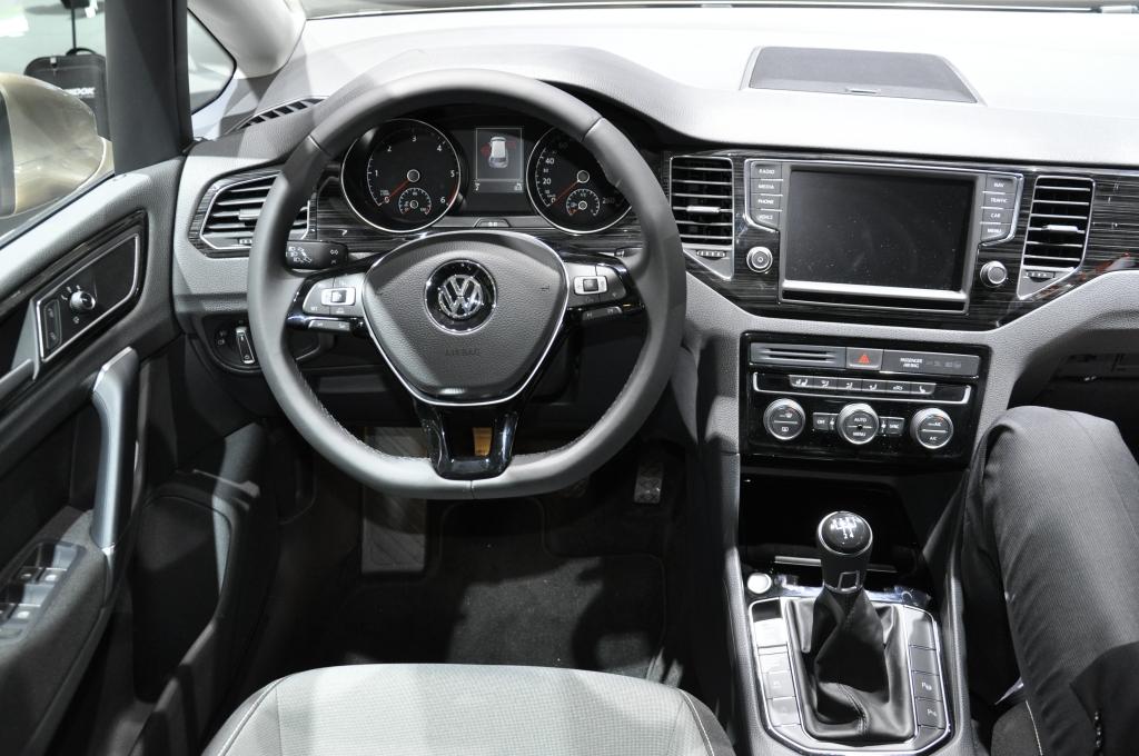 IAA 2013: BMW Active Tourer und VW Golf Sportsvan - So unterschiedlich können Vans ein