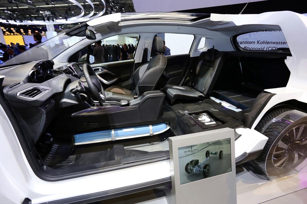 IAA 2013: Peugeot 2008 mit Luftantrieb