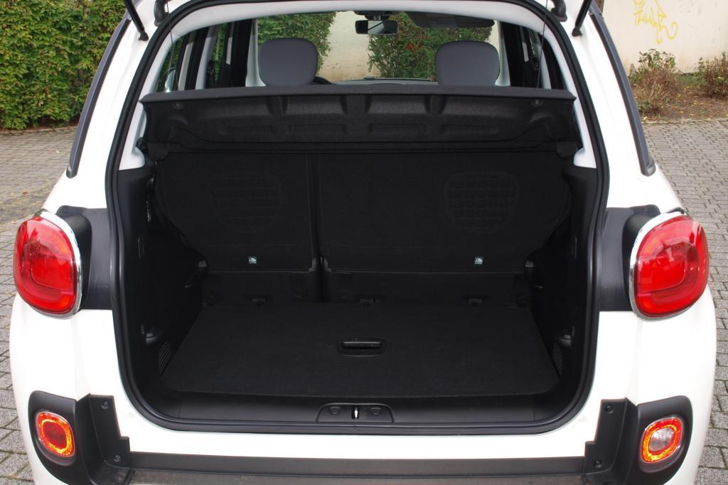 Im Normalfall hat der Kofferraum ordentliche 400 Liter Fassungsvermögen, maximal sind es 1.310 Liter.